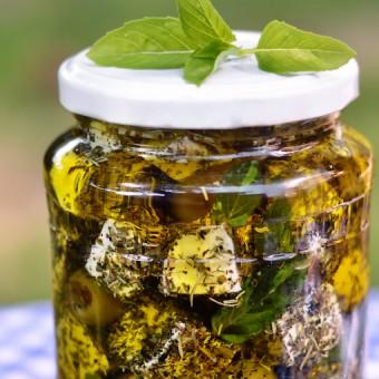 Feta sa začinima u maslinovom ulju