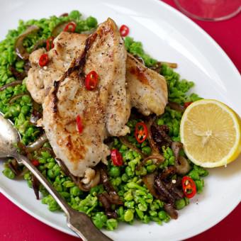 Piletina sa graškom i karamelizovanim lukom