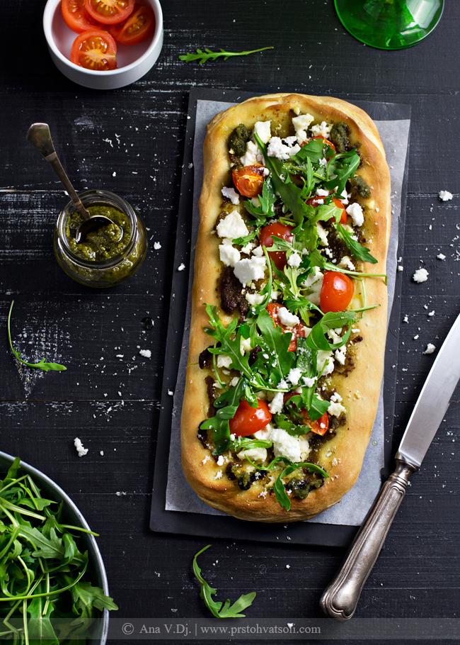 Pica sa pestom i kozijim sirom