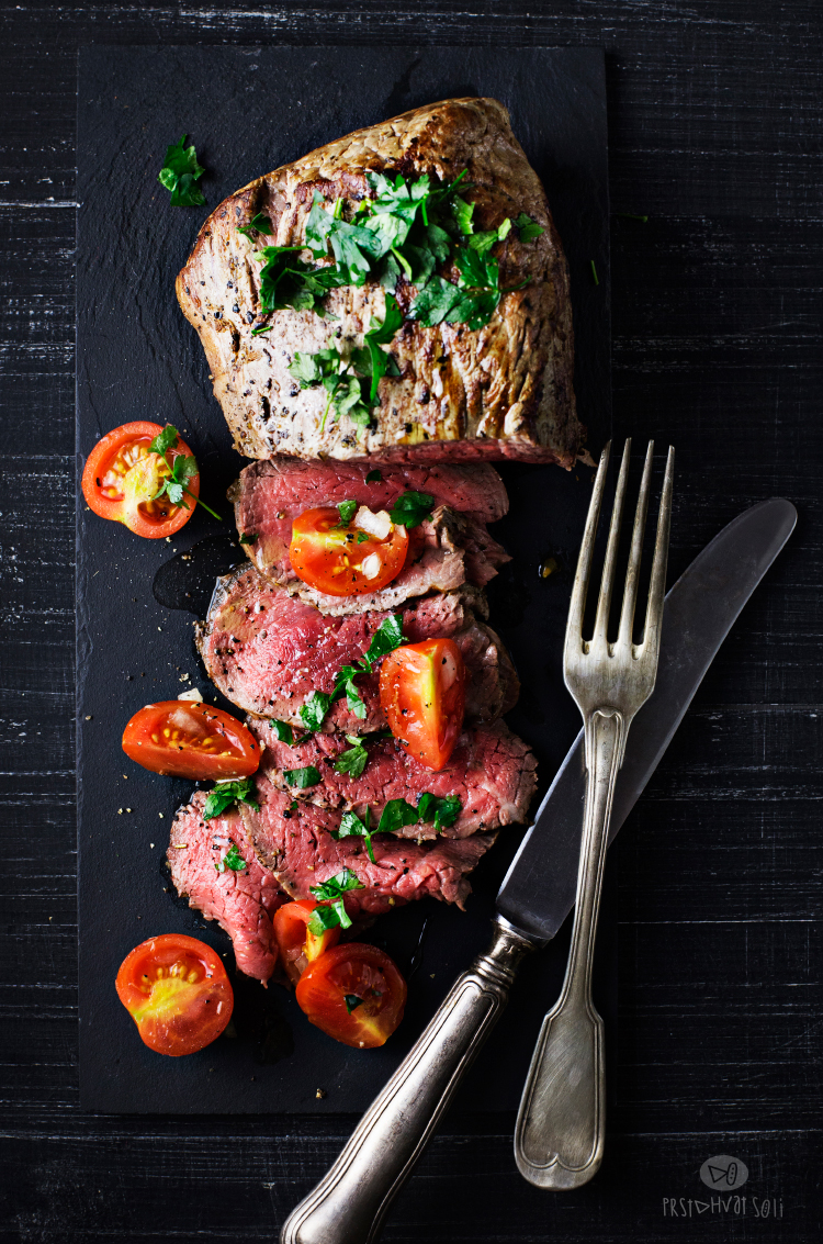 Biftek sa Bloody Mary salatom