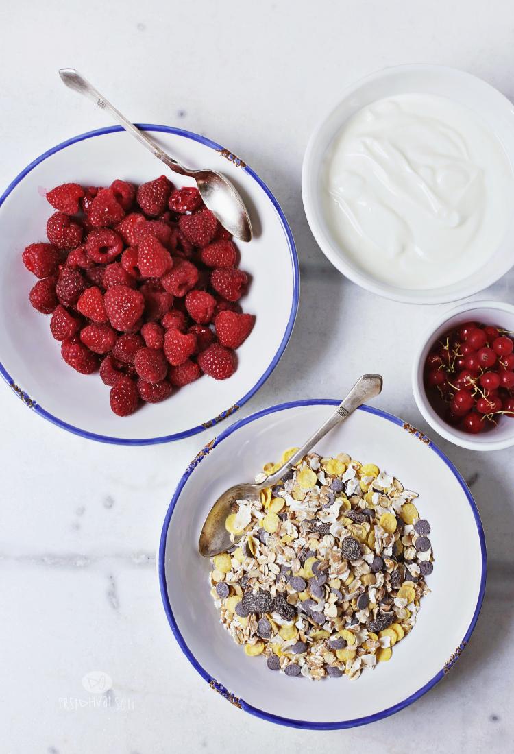 Grčki jogurt sa malinama i muslijem