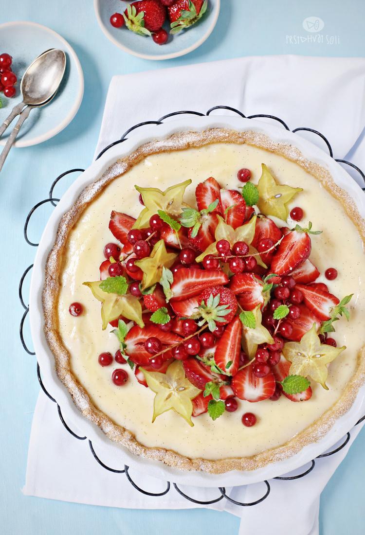 Tart sa vanil kremom i voćem