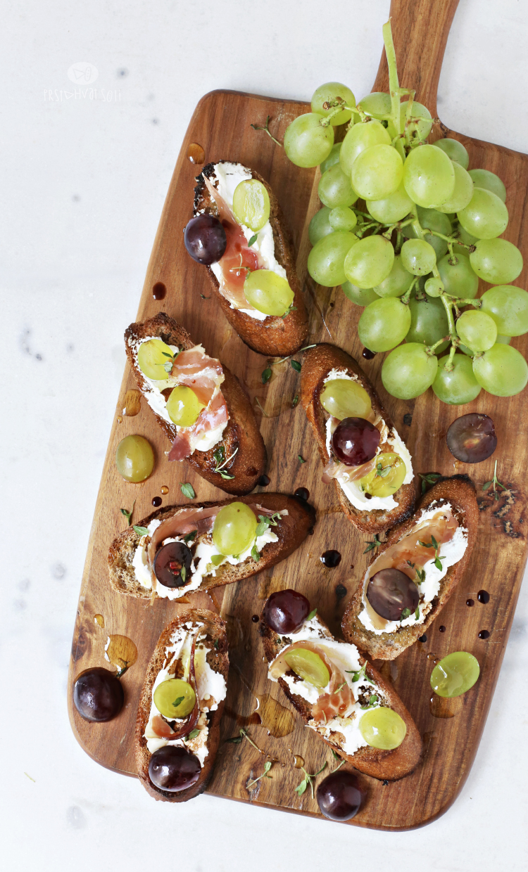 Crostini sa grožđem, kozijim sirom & pršutom