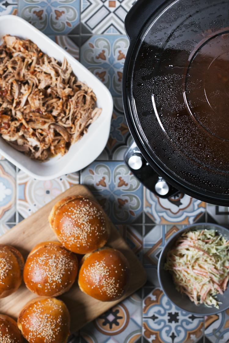 Svinjetina na froncle (pulled pork) iz Crock pot-a