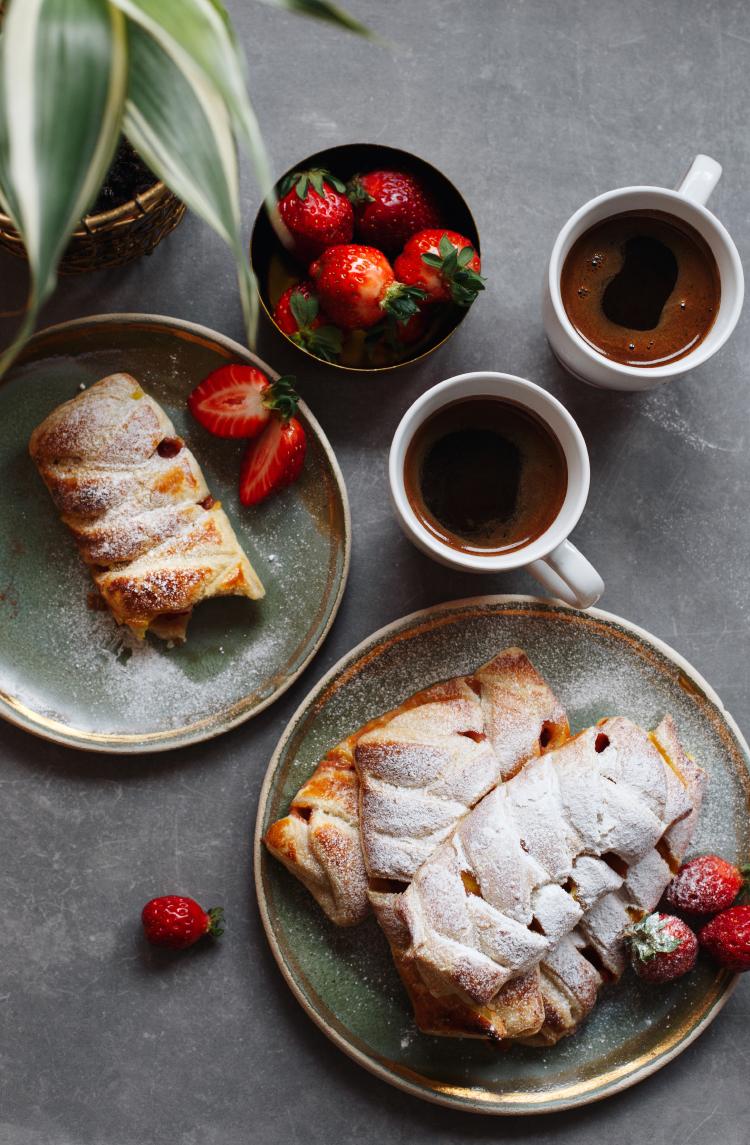 Lisnate pletenice sa jagodama i vanil kremom
