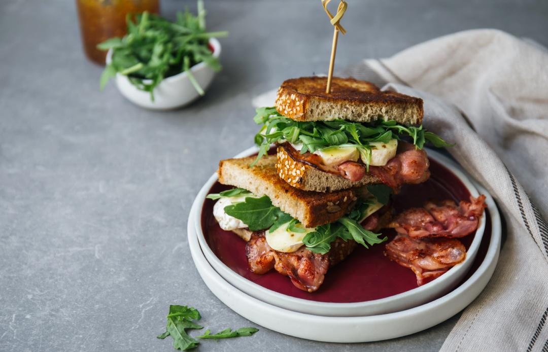 Mnogo dobar sendvič sa slaninom
